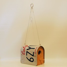 Creative Ways to Repurpose Old License Plates | Birdhouse